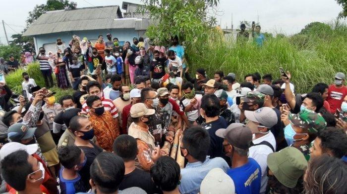 Ribuan Warga di 2 Kecamatan Nyaris Bentrok, Saling Tutup Akses Jalan karena ada Warga Positif Corona
