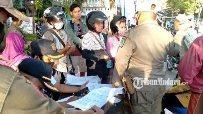 Dalam Sebulan, Tercatat 600 Warga Pamekasan Ketahuan Tak Pakai Masker di Taman Monumen Arek Lancor