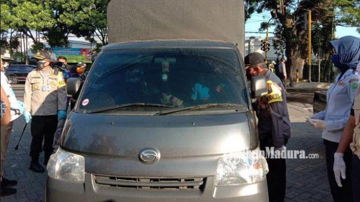 BREAKING NEWS: Hari Pertama Pelaksanaan PSBB, 10 Kendaraan Menuju Kota Malang Diminta Putar Balik