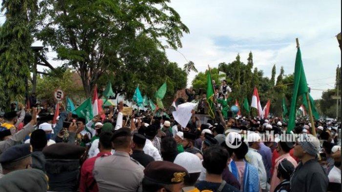 Ribuan Kader NU dan Santri Geruduk Polres Pamekasan, Desak Pemilik Akun FB Muhammad Izzul Ditangkap