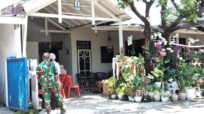 Suasana Rumah Keluarga Komandan Satuan Kapal Selam KRI Nanggala: Didatangi Kerabat dan Tetangga