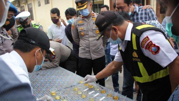 Puluhan Anggota Polres Sampang Menjalankan Tes Urine Mendadak, Ini Hasilnya