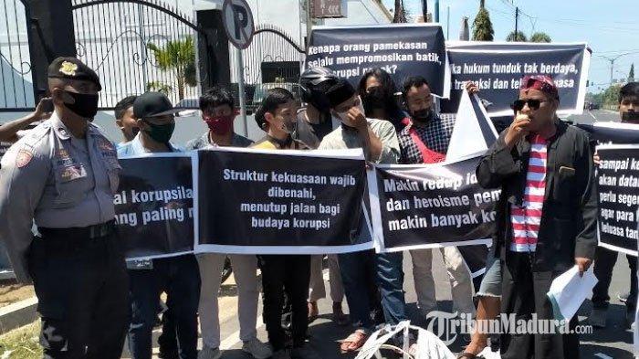 Demo di Kejari Pamekasan, ALPART Dukung Pengusutan Kasus Korupsi yang Mulai Masuk Tahap Penyelidikan