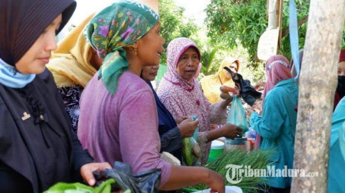 Pasar Sedekah di Desa Bangkes Kabupaten Pamekasan, Warga Boleh Ambil Kebutuhan Pokok Secara Gratis