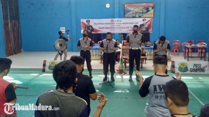 Memperingati Hari Bayangkara ke-74, Polres Sampang Menggelar Olahraga Bersama Wartawan dan LSM