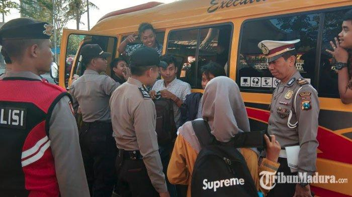 Jelang Putusan MK, Polres Pamekasan Gelar Razia Kendaraan Antisipasi Pergerakan Massa ke Jakarta