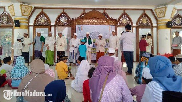 Yayasan Takmir Masjid Agung Sampang Menggelar Santunan Anak Yatim