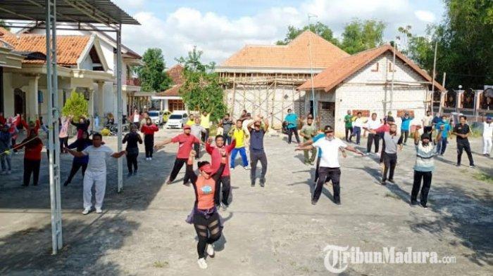 Cegah Penyebaran Covid 19, Forkopimcam Torjun Gelar Olahraga Bersama Warga Desa Kanjer