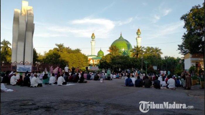 Jumlah Jemaah Salat Ied di Masjid Agung Asy-Syuhada Pamekasan Lebih Sedikit Dibandingkan Tahun Lalu