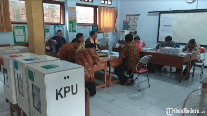 REAL COUNT TPS: Jokowi-Maruf AminUngguldariPrabowo-Sandi di TPS Plt Bupati Trenggalek Nyoblos