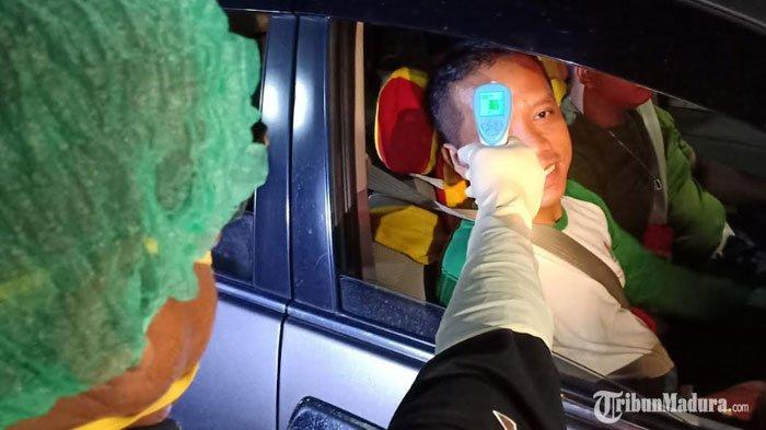 Pengguna Jalan Tol Diperiksa Suhu Tubuh dan Identitasnya sebelum Masuk ke Madiun, Cegah Virus Corona