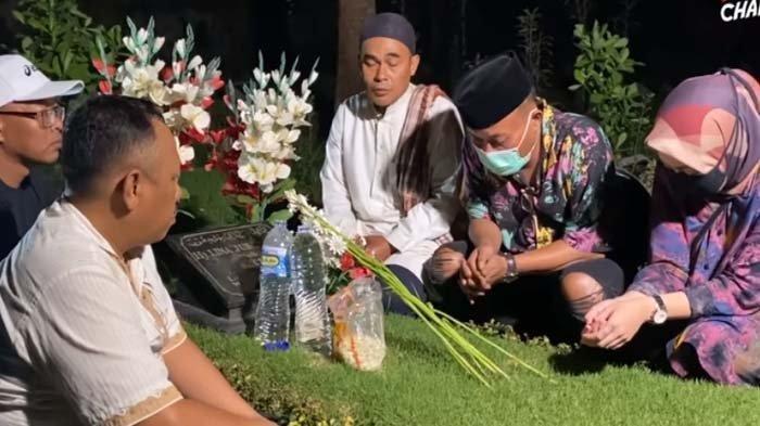 Jelang Hari Pernikahan, Sule Ajak Nathalie Holscher ke Makam Lina Jubaedah: Kami Minta Izin Dulu