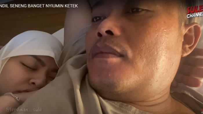 Gaya Nathalie Holscher Tidur di Ranjang Diekspos Sule, Wajah Sang Istri Disorot, 'Bau Ya Keteknya?'