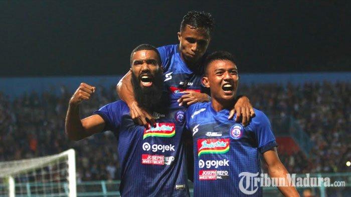Arema FC BungkamPSM Makassar di Stadion Kanjuruhan,Sylvano Comvalius dan M Rafli Sumbang Satu Gol
