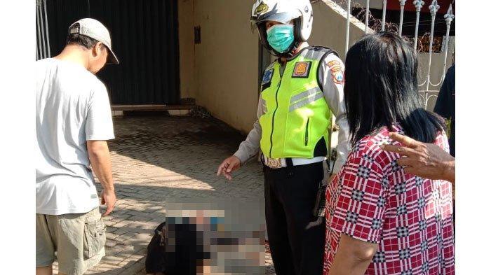 Tak Pakai Helm, Emak-Emak di Malang Terjatuh ke Aspal, Membentur Roda Belakang Mobil Pikap Misterius