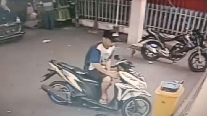 Aksi Pencurian Motor Vario di Swalayan Surabaya Terekam CCTV, Pelaku Bongkar Paksa Lubang Kunci