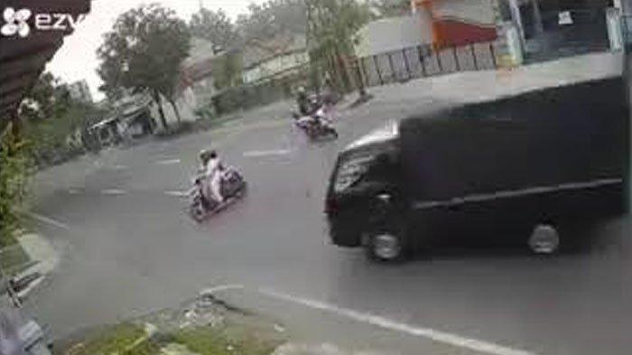 VIRAL Rekaman Ibu-ibu Tertabrak Pikap di Tulungagung, Sopir Masih Berstatus Saksi