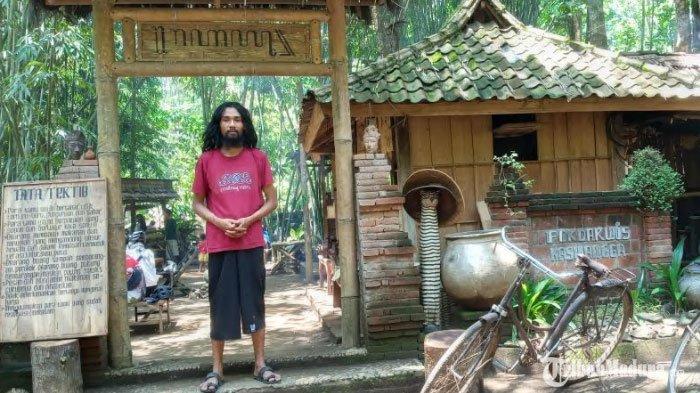 Tempat NongkrongTomboan diDesa Ngawonggo Malang, PengunjungBisa Bayar Makan Minum Seikhlasnya