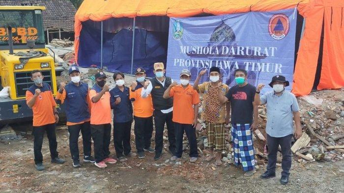77 Tempat Ibadah Terdampak Gempa, Khofifah Kirim Terpal dan Sajadah agar Masyarakat Bisa Beribadah
