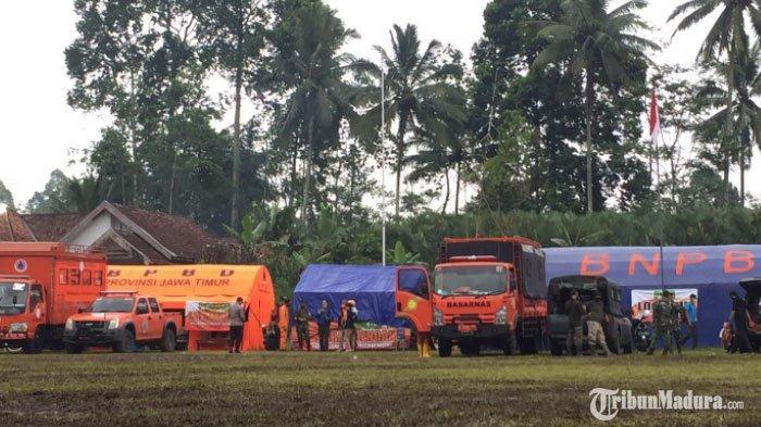 Tenda pengungsian di Kamar Kajang, Kecamatan Candipuro masih terlihat berjaga untuk mengantisipasi aktivitas Gunung Semeru kembali meningkat, Minggu (6/12/2020).