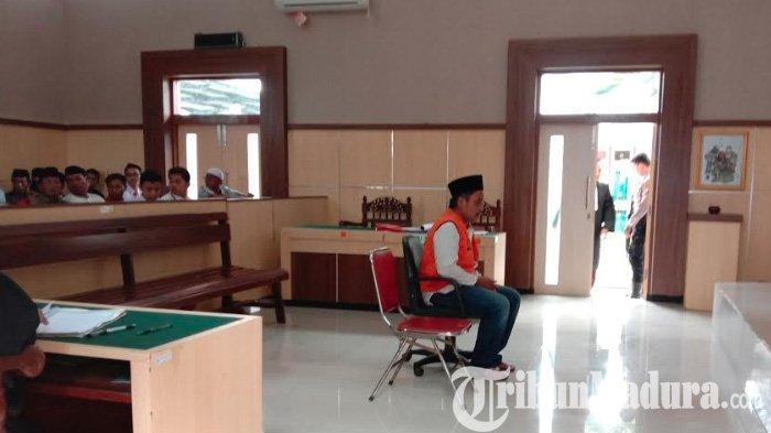Pelaku Pembunuhan di Pasar Selasaan Pamekasan Dituntut 14 Tahun Penjara, Keluarga Korban Protes