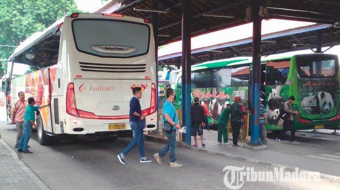 Dilarang Beroperasi saat Penerapan PSBB Surabaya,Semua Bus diTerminal Purabaya Dikosongkan