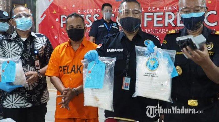 BREAKING NEWS Pria Probolinggo Pulang Bawa 3 Kg Sabu Seusai 8 Bulan Jadi Tukang Bangunan di Malaysia