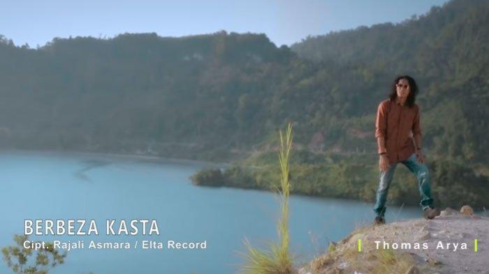 Download Lagu MP3 Thomas Arya - Berbeza Kasta, Trending di Youtube, ada Lirik dan Chord Gitar