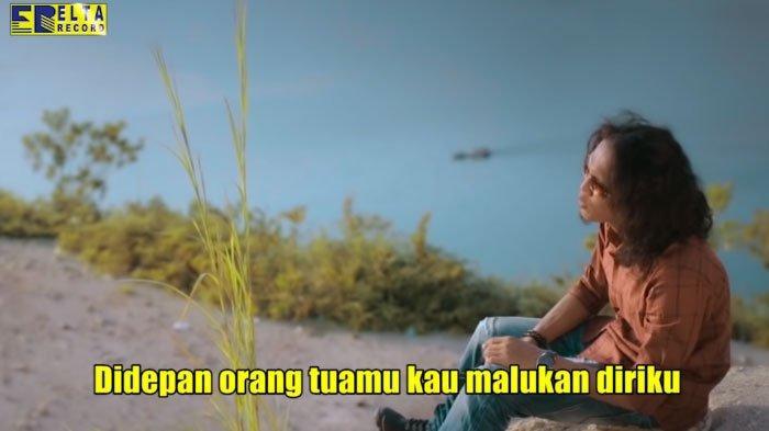 Download Lagu Melayu Thomas Arya - Berbeza Kasta, Populer Youtube: Kau Bandingkan Aku dengan Dirinya