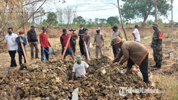 Delapan Orang Dihukum Gali Kuburan Korban Covid-19 di Cerme Gresik Gegara Ketahuan Tak Pakai Masker