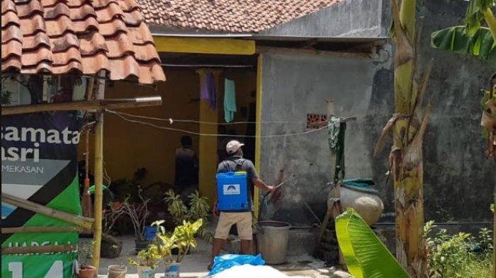 Cegah Corona, Rumah Rakyat Pamekasan Bagikan Alat Semprot Disinfektan dan Masker ke Masyarakat