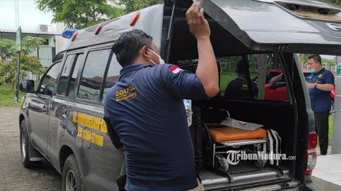 Tim Forensik RS Bhayangkara Kediri seusai autopsi jenazah santri di Ponorogo, Kamis (24/6/2021).