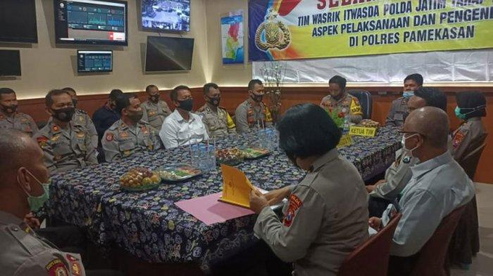 Tim Wasrik Itwasda Polda Jatim Datangi Polres Pamekasan, Lakukan Pengawasan Kinerja Anggota