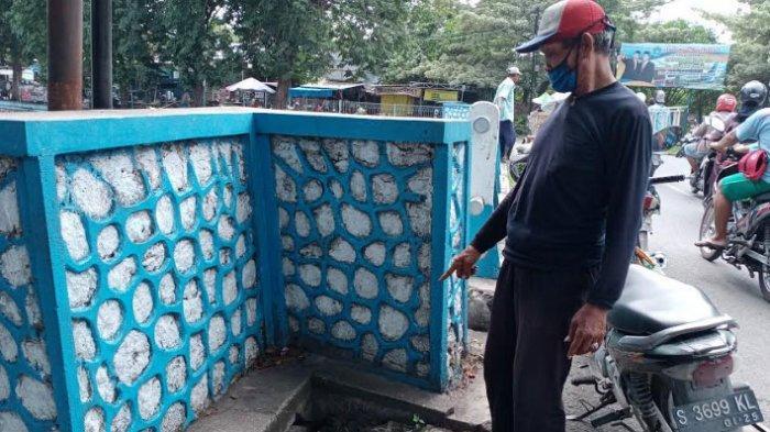 Sempat Dikira Makanan, Senpi & Peluru Aktif Dibungkus Kresek Ditemukan di Depan Pasar Ikan Lamongan