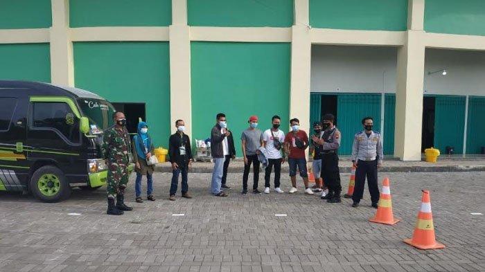 Cegah Covid-19, 18 TKI asal Kabupaten Tuban Jalani Karantina 3 Hari di Tuban Sport Center
