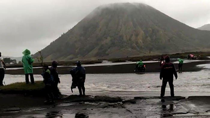 Taman Nasional Bromo Tengger Semeru Alami Penurunan Wisatawan usai Diterjang Banjir Sementara