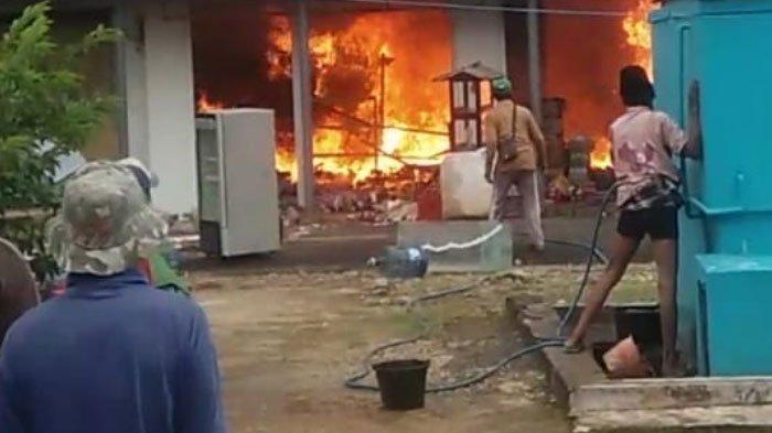 Toko sembako di Desa Essang, Kecamatan Talango Sumenep terbakar hari ini, Kamis (11/2/2021) pukul 08.00 WIB.