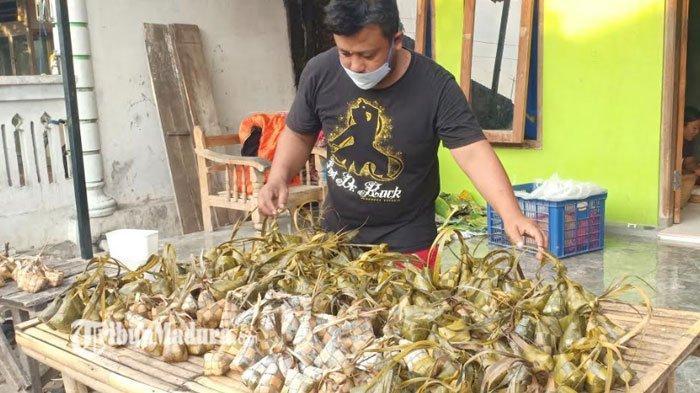 Curhat Penjual Ketupat Imbas Larangan Mudik, Omzet Anjlok Hingga Lebih dari 50 Persen