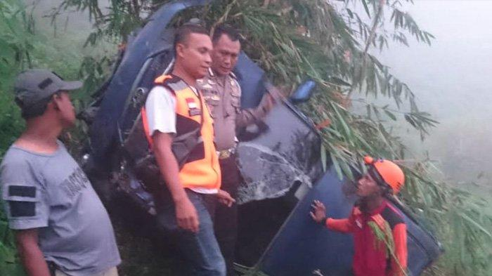 Usai Wisata di Jatim Park, Toyota Avanza Keluarga Asal Sidoarjo Terjun ke Jurang Jalur Cangar-Pacet