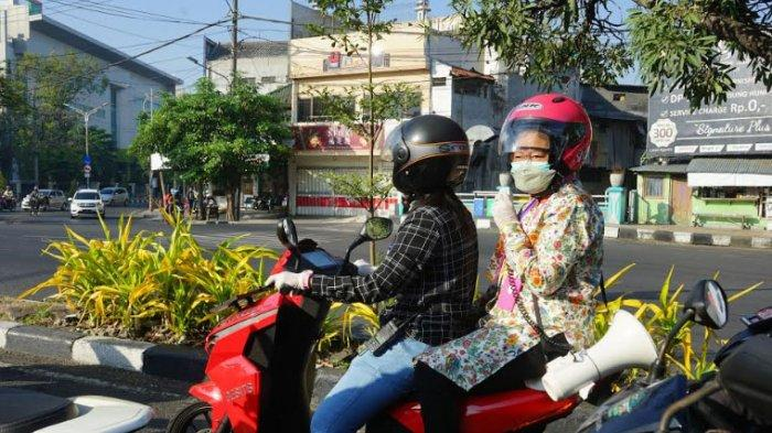 Risma Keliling Surabaya Pakai Motor Sambil Teriak Berorasi Imbau Warga Disiplin Protokol Kesehatan