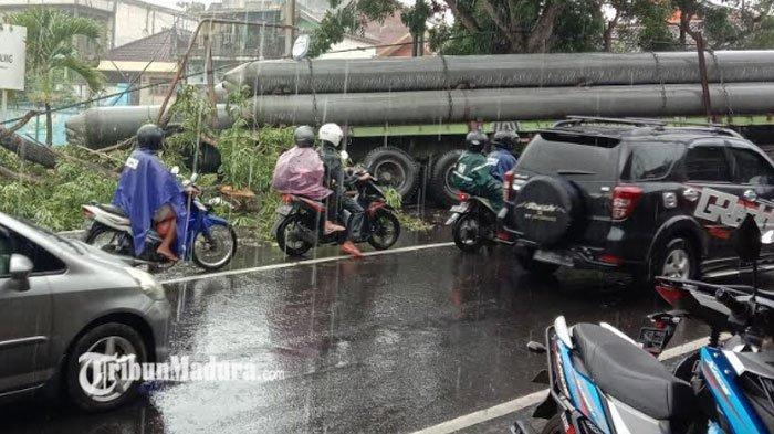 Truk Trailer Kecelakaan Tunggal di Kota Batu, ada Letusan Sebelum Truk Mundur Tak Terkendali