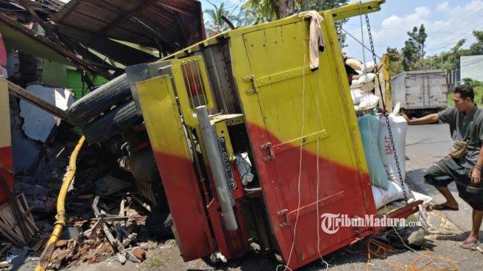 Dramatis, Sopir Berhasil Selamat dari Kecelakaan di Jember, Truk Pengangkut Gabah Oleng Hantam Toko