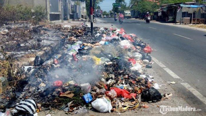 Sepekan Menggunung, Tumpukan Sampah di Sejumlah Titik Wilayah Perkotaan Pamekasan Diangkut ke TPA