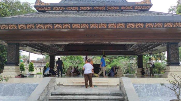 Uji Coba Pembukaan Wisata Makam Bung Karno Hari Pertama, Jumlah Pengunjung Capai 400 Orang