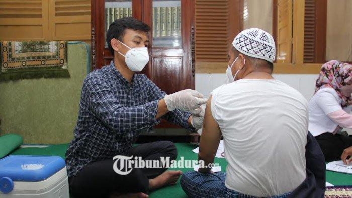 Para Kiai Muda di Sampang Ikuti Vaksinasi Covid-19 yang Diselenggarakan Polres dan Dinkes