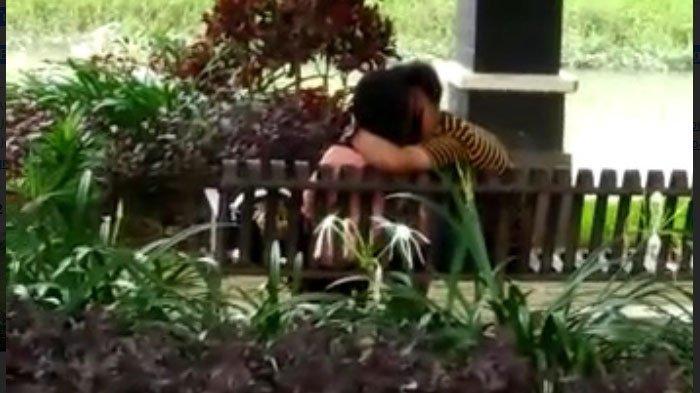 Video Aksi Tak Terduga Sepasang Remaja di Pinka Tulungagung, Awalnya Berangkulan hingga Beradu Bibir