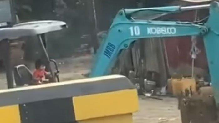 Viral Facebook, Video Anak Kecil Operasikan Excavator, Tuai Beragam Komentar Warganet
