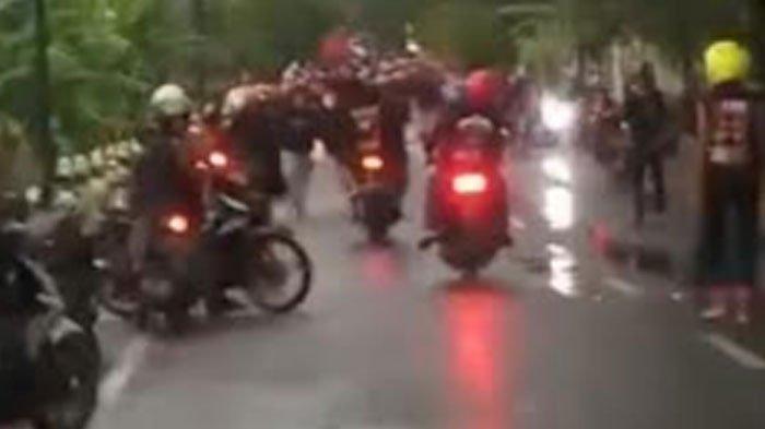 Dipicu Konvoi Motor dan Menggeber Gas, Kelompok Peguruan Silat Bentrok dengan Warga di Tuban