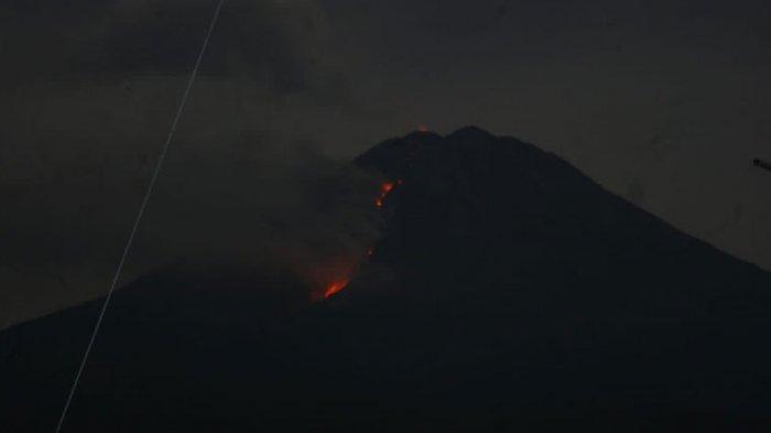 BREAKING NEWS - Gunung Semeru Kembali Muntahkan Lava Pijar, Jarak Luncur hingga 1.000 Meter
