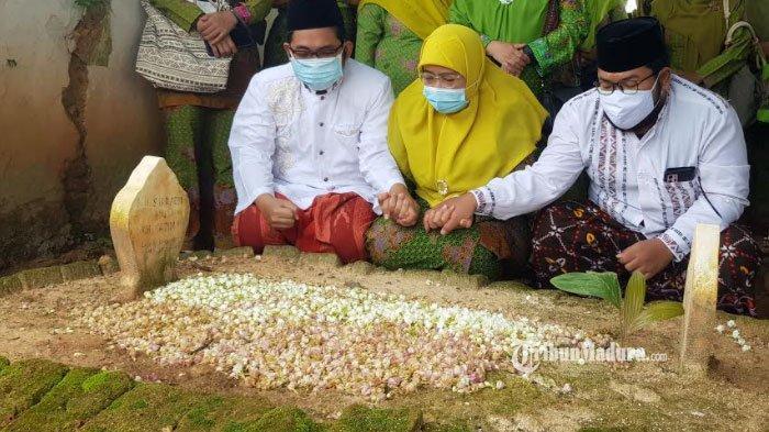 Wakil Bupati Sumenep terpilih, Dewi Khalifah didampingi kedua putranya saat ziarah ke makam alm suaminya, KH. A. Syafraji di Jalan Pahlawan Desa Pandian, Kecamatan Kota Sumenep, Sabtu (6/2/2021).